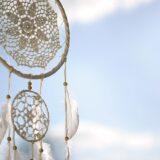 7 raisons de choisir un attrape-rêve géant pour sa décoration